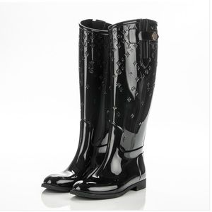 16710ce2600b Louis Vuitton Shoes - Louis Vuitton drops monogram rain boots